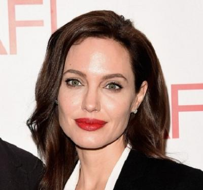 Кто озвучивает Анджелину Джоли